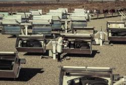 Bên trong khu 'hành xác' xe Kia nằm giữa sa mạc Mỹ