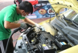 Dịch vụ rửa ô tô di động chỉ hết 1 lít nước/xe