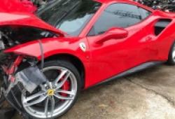 Ferrari 488GTB của Tuấn Hưng đâm nát đầu nhưng túi khí không bung
