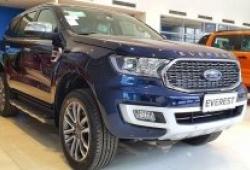 Ford Everest mới chạy gần 300 km bán lỗ 300 triệu đồng
