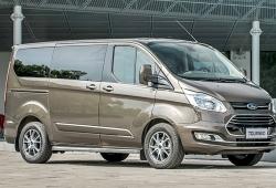 Ford Tourneo dừng bán, đại lý đua nhau xả hàng, giảm giá cả trăm triệu