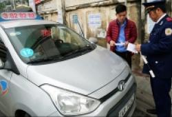 Hà Nội cấm taxi và xe tải hoạt động giờ cao điểm trên 11 tuyến phố