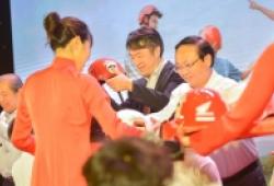 Honda Việt Nam tặng 1,9 triệu mũ bảo hiểm cho trẻ lớp một năm học mới