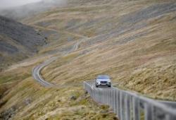 Jaguar I-Pace chinh phục đỉnh núi chỉ với một lần sạc