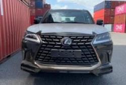 Lexus LX570 Black Edition 2021 đầu tiên về Việt Nam với giá 10 tỷ đồng