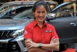 'Nữ quái xế' xinh đẹp của Malaysia tới Hà Nội trình diễn drift bằng bán tải Triton