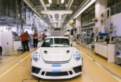 Porsche đóng cửa nhà máy và yêu cầu nhân viên không di chuyển do Covid-19