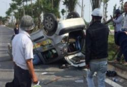 Sau khi gây tai nạn liên hoàn, tài xế lái Ford Ecosport bỏ trốn