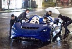 Siêu xe triệu đô McLaren Elva khổ sở khi gặp mưa
