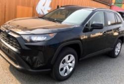 """Toyota Rav4 phiên bản """"giá rẻ"""" về Việt Nam cũng đã gần 2 tỉ đồng"""