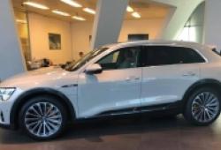 Xuất hiện SUV điện e-tron tại showroom Audi Việt Nam, thiếu gương chiếu hậu 'thực tế ảo'