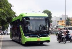 Xuất hiện xe buýt điện VinBus trên phố Hà Nội